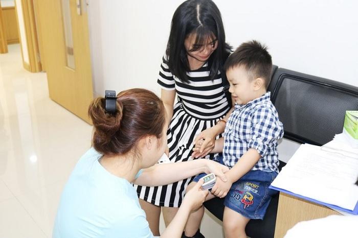 Trẻ đi ngoài ra máu tươi - Dấu hiệu nguy hiểm chớ nên bỏ qua -3