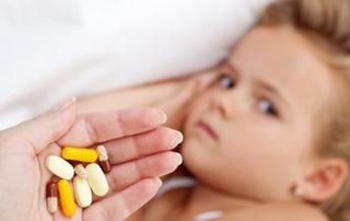 trẻ bị tay chân miệng uống thuốc gì