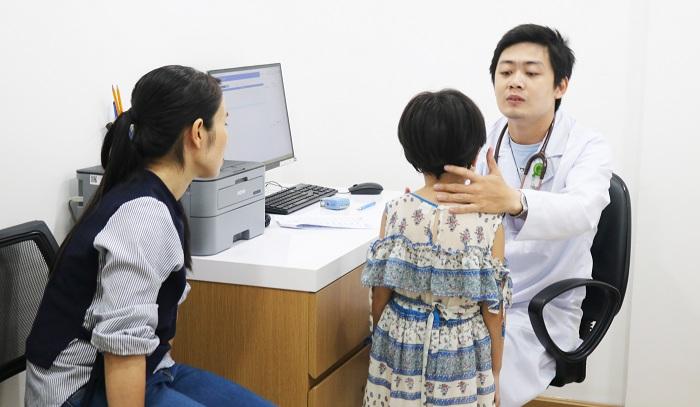 trẻ bị viêm phế quản lâu ngày