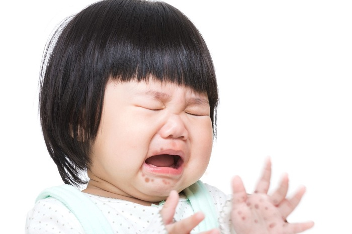 trẻ bị tay chân miệng không chịu ăn